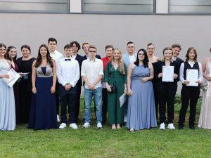 Jackpot! – 88 Abiturientinnen und Abiturienten des Oberstufenverbundes der GemS Schaumberg Theley, GemS St. Wendel und Dr.-Walter-Bruch-Schule St. Wendel feiern Abitur