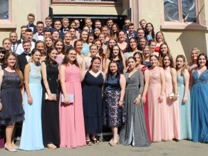 Von wegen erst siesta, dann fiesta – 68 Abiturienten der Dr.-Walter-Bruch-Schule feiern die allgemeine Hochschulreife