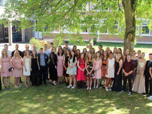 Türöffner für die Zukunft – Schülerinnen und Schüler der Fachoberschule erhalten ihre Abschlusszeugnisse