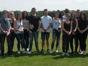 Schüler der Dr.-Walter-Bruch-Schule golfen im Wendelinus Park