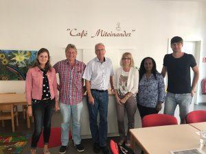 Unterstützung für das Café Miteinander – Dr.-Walter-Bruch-Schule übergibt Spende aus Hallenfußballturnier